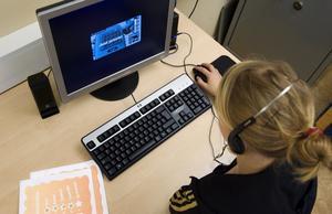 I fokus. Vi vill ha en skola där alla elever når uppsatta mål och lärare kan arbeta på ett sätt som motverkar stress, skriver debattörerna. FOTO: SCANPIX