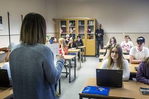 Elever som sitter längst bak i klassrummet kan ha svårare att uppfatta vad som sägs.