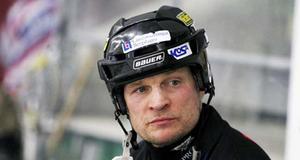 Tillbergas spelande tränare Per Fosshaug fick både se utvisningsbåset och sitt TB tappa ledningen i mötet mot tabelltvåan Bollnäs.