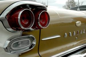 Snygga detaljer. Baklykta på en Pontiac från 1958.