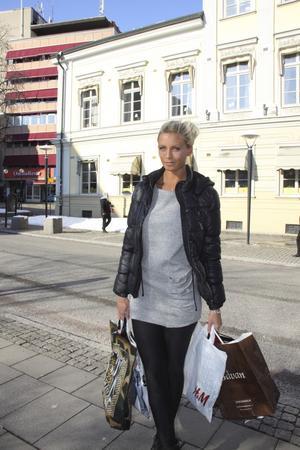Affärernas bästa vän. Linnea Schelin gillar shopping. FOTO: ELISA AMORELLI