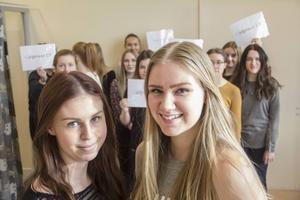 Elin Hedlund och Emma Jonsson vill att tjejer ska våga stå upp för sig själva och säga ifrån.