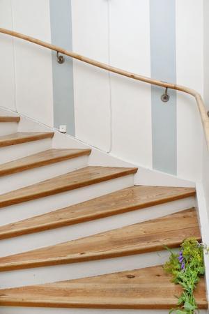 Den gamla trappen leder upp till det som tidigare varit en lägenhet för dem som ägde butiken.