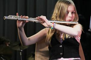 Musikskolans blåsorkester spelade Honey honey. Därefter Diggi-loo Diggi-ley och How high the moon.