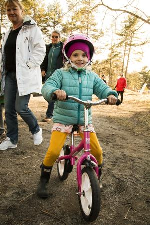 Anna, 5 år har cyklat hela vägen till Högliden och det gick bra tycker hon.
