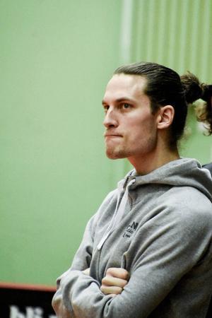 Anton Eriksson har missat en stor del av säsongen på grund av en sprucken blindtarm. Nu är han tillbaka för att hjälpa sitt Granlo att fixa nytt kontrakt i SSL för att sedan flytta till Göteborg för studier.