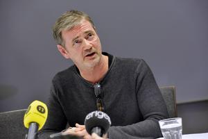 Christer Björkman lämnade beskedet vid en presskonferens i Stockholm klockan 20.15 på torsdagen.