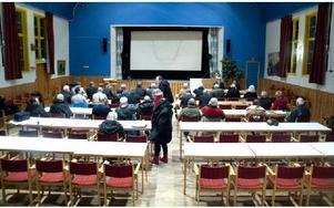 På måndagskvällen samlades Smedjebackens politiker för kommunfullmäktige. För ovanlighets skull var mötet förlagt till Folkets hus i Söderbärke på grund av ombyggnationer av kommunhuset i Smedjebacken. Foto: Andreas Irebring