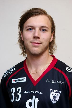 IBF Faluns back Johannes Larsson gjorde två mål när Sverige körde över Schweiz med 8–1.