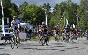 För åttonde gången avgjordes Fulufjällstrampet, en tuff  motionscykeltävling runt Fulufjället. På bilden startar cyklisterna i Sörsjön. Foto: Nisse Schmidt