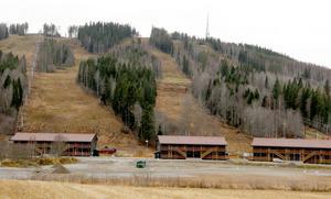 Än så länge är det snöfritt. Men redan om en månad ska liftarna köras i gång, enligt planerna.