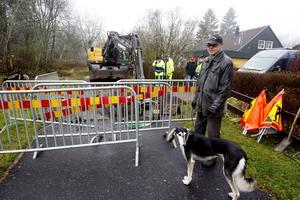 Staffan Svensson boende i området hade tappat upp vatten så att han klarade sig under tiden vattenledningen lagades.