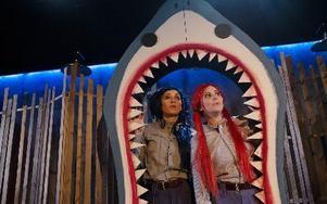 I morgon är det premiär för Att döda ett tivoli. På bilden; Ronja Svedmark och Anna Fahlstedt. FOTO: PER ERIKSSON