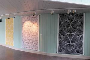 Katarina Widegrens textiltryck med Vectorine-mönster visas nu i Jamtli kafé.