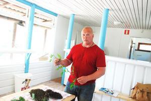 Stefan Stenmark inspirerade med sin kunniga örtlära på Stenö camping under torsdagen.