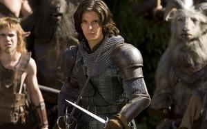 Ben Barnes, med svärd, sängkammarfrilla och märklig spansk brytning är Caspian, prins av Narnia.