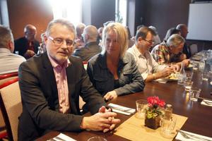 Svensk Handel Ljusdal bjöd under tisdagskvällen in till ett möte på temat: Vad gör vi för att utveckla handeln i Ljusdal? Närmast i bild sitter Erik Sandemo från riksförbundet tillsammans med den lokala ordföranden Carina Andersson.