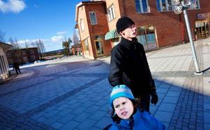 """""""Det känns extra otäckt när det händer sådant här där man bor"""", säger Daniel Ericsson, nyinflyttad Torvallabo."""