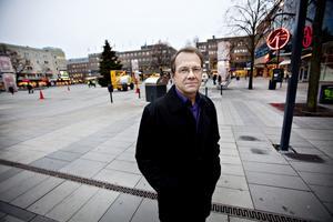 Bertil Forsberg forskar om klimatförändringarnas hälsoeffekter och vad kommunerna kan göra åt dem när det gäller värmeböljor och dricksvatten.