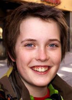 Fredrik Lindholm, 14 år,  Alsen:– Nej, jag ska vara hemma med kompisar. Vi ska vara ute och cykla, hänga lite på kvällarna, och kanske dra till stan.