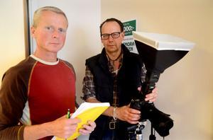 Johan Knutsson och Peter Segemark dokumenterar Wahlmans möbler och interiörer till en kommande bok.