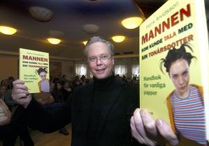 Handbok. Hans Arvidssons bok ser han som en handbok för högst vanliga pappor som vill få tips om umgänget med sina uppväxande döttrar.