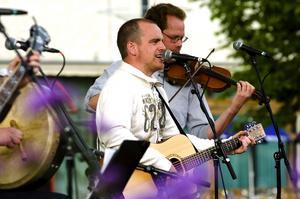 Uppträdde. Jigs Un'reel, med bland andra Thomas Eriksson, spelade irländsk och skotsk musik för besökarna. Foto:Jan Dalevall