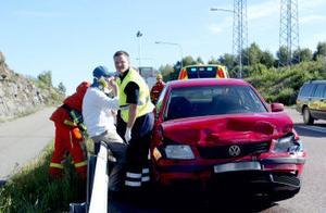 Två personer fördes till sjukhus efter olyckan vid Kubal, som inträffade 15.40 på onsdag eftermiddag.