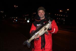 Kjell Bohlin brukar alltid lura några gösar när han besöker Gavleån. Här med en decembergös på nästan tre kilo.