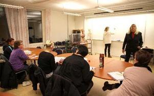 Deltagarna jobbar på dagarna och pluggar på kvällarna.