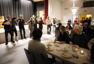 Det blev fullsatt i församlingshemmet när det dukades upp och bjöds på Syrisk mat. Dessutom med sång och musik.