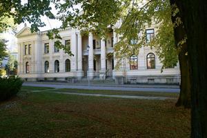 I 115 år fungerade detta hus som tingshus i Köping.