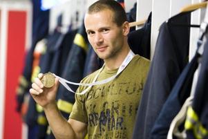 TUFFASTE BRANDMANNEN. Daniel Hallgren från Skutskär hade bästa totalresultat alla ålderskategorier i brandmanna-VM:s mest prestigefyllda gren, Toughest Firefighter Alive.