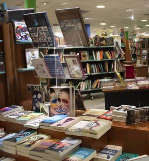 Den franska bokhandeln blev en tillflyktsort efter terrorattentaten den 13 november. Arkivbild.