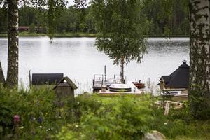 Den sjönära anläggningen Vikarudden har kopplingar till Seko-härvan. Fastigheten ägs av Bosse Hedin.