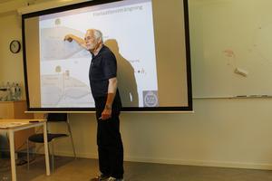 Professor Bo Olofsson manar till försiktighet med grundvattnet. – I höst kommer grundvattennivån vara farligt lågt, säger han.
