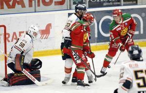 Efter ett dramatiskt slut av tredje perioden vann Mora IK till slut med 3-2 efter förlängning mot Djurgården i hockeyallsvenskan. Foto: Gunnar Bäcke/DT