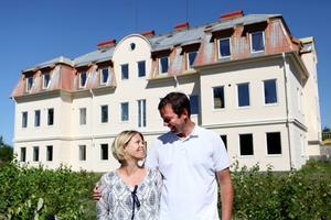 Den pampiga byggnaden får nu nytt liv som bostad åt familjen, men också som hotell- och konferensanläggning.