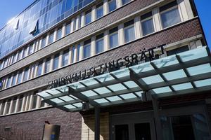 Mannen som kommer från Sundsvall och är i 40-årsåldern åtalas nu för grov kvinnofridskränkning.