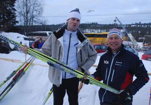 Rallykungen Marcus Grönholm på sitt första Vasalopp 2010 i sällskap av hans egen vallaexpert Jan Ottosson.