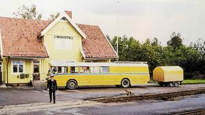 Postdiligens 1968 med släp. Chassi från Scania-Vabis och kaross från Hägglund & Söner.