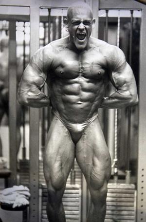 1995. Kennets första bodybuildingtävling.