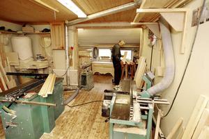 I sin snickeriverkstad har han tillbringat många timmar, Martin Magnusson från Gimdalen, utanför Bräcke.