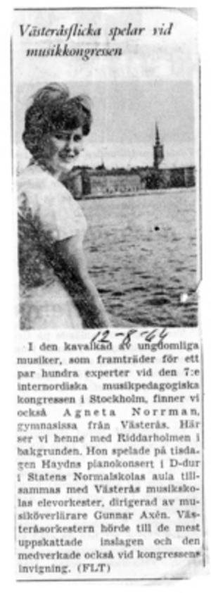Mariakören 1968. Bror Samuelsson dirigerar. Agneta Sköld i andra raden, tvåa från höger. Mitt emot Bror Samuelsson står hans son, blivande operasångaren Mikael Samuelsson. Foto: VLT-arkiv.