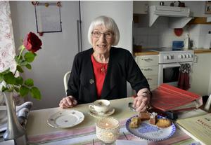 Anna Stina Söderlind utstrålar positiv energi. Nu fyller hon 90 år.