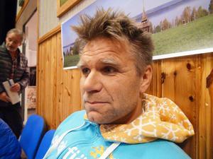 – Många av de som sitter här är inte emot vindkraft och förnybar energi. Det är platsen för vindkraftsparken vi är emot, Rickard Svedjesten, bosatt i Bydalen.