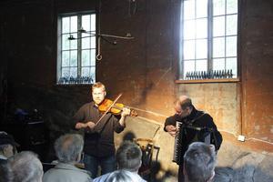 Smedjan var full när Thomas von Wachenfeldt och Tomas Söderlund spelade på lördagseftermiddagen.