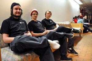 Jerker Granlund, Linus Eriksson och Pontus Hedberg är tre fjärdedelar av DalaGaming UF som arrangerade LAN-partyt på Folkets Hus. Den fjärde medlemmen Fredrik Näs var frånvarande vid fototillfället.