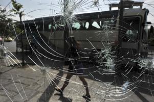 Glaskrossarprotest. Demonstrationerna i Aten mot åtstramningarna urartade i kravaller och krossade glasrutor.foto: scanpix