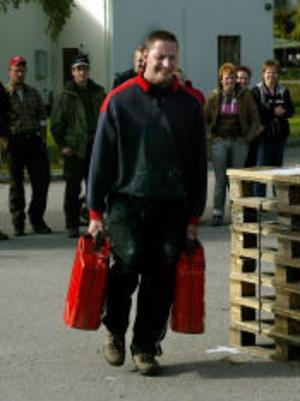John Pasanen, Sundsvall,  bar de två farmartankarna med bly över 100 meter. Grensegrare.